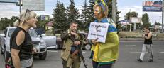 Ukrainske Irina bundet i lyktestolpe og banket av pro-russere: - Bildet reddet livet mitt