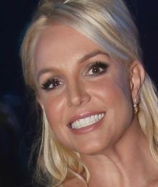 Britney avsl�rte utroskap p� scenen