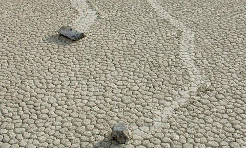 Steinblokker flytter seg selv i �D�dens dal�