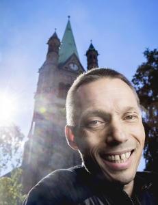 Han gir seg ikke f�r han f�r vie lesbiske og homofile i kirken
