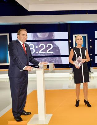 Svensk statsministerkandidat m�tte st� p� en pall i TV-debatt. Det likte han d�rlig