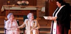 Vivian (91) og Alice (90) giftet seg etter 72 �r som kj�rester: - Vi var redde