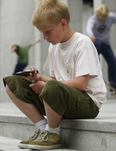 Om barns teknologibruk starter med overv�king og fjernstyring, fremfor tillit og deltagelse, da bommer vi
