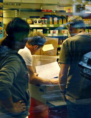 - Stakk av med dokumenter fra Lime-butikk midt i razzia