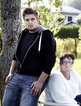 Kristian og Robert ble mobbet som barn - uten at skolen l�ftet en finger
