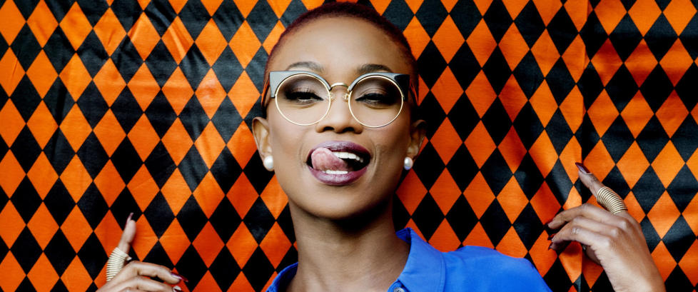 Det er mange m�ter � takle ting man ikke er herre over. Stella Mwangi (28) rister p� rumpa