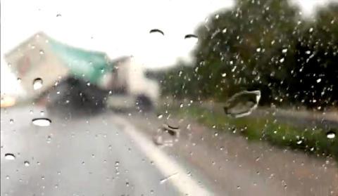 Lastebilsj�f�ren kj�rer p� motorveien med 3,5 i promille. S� g�r det galt
