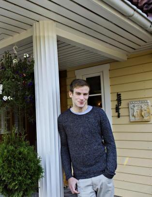 Dag Magnus (28) bor hjemme p� gutterommet for � f� r�d til egen bolig