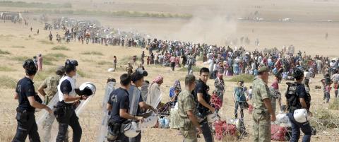 Tusenvis av kurdere flykter fra IS
