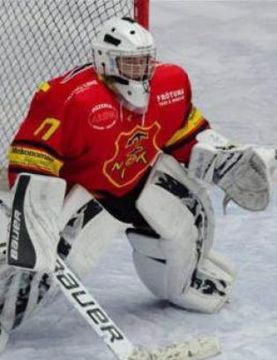 Hockey-keeperen slapp inn 23 m�l p� to kamper - blir  hyllet som en helt