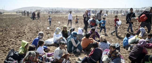 Frykt for ny IS-massakre:   60 000 kurdere har passert Tyrkias grense p� ett d�gn