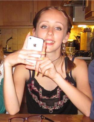 Ingen har sett Alice (14) p� over tre uker. Fryktes bortf�rt av drapsd�mt mann
