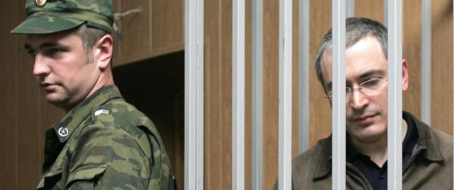 Utfordrer Putin etter ti �r i buret