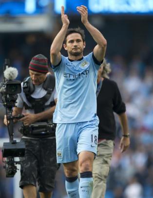 Lampard hyllet av Chelsea-fansen etter scoring mot gamleklubben