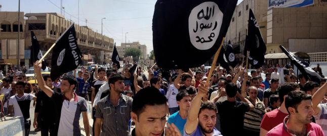 Slik tjener IS seg rike p� det svarte oljemarkedet