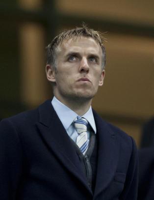 Neville: - United m� kj�pe spillere for �n milliard til