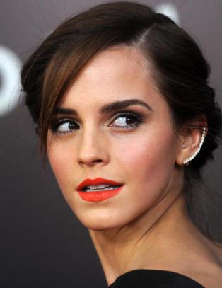 Feminister sl�r jernring rundt Emma Watson