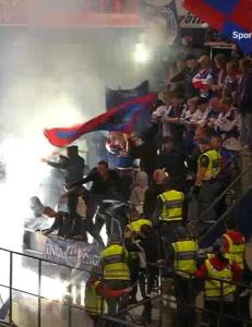 V�lerenga-fansen gikk til angrep p� hverandre