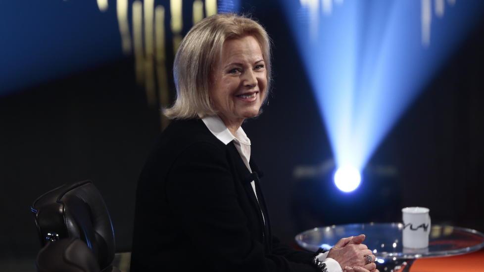 MEDIESKY: Anni-Frid Lyngstad (68), kjent fra ABBA, snakker ut i studioet til Fredrik Skavlan. Foto: Nina Hansen / Dagbladet