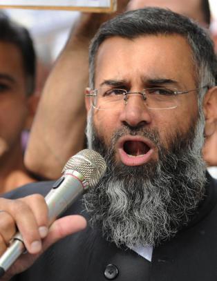 Britisk islamistleder l�slatt fra varetekt