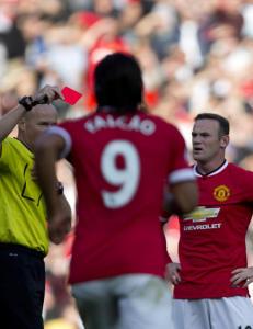 R�de Rooney slapp med skrekken etter at han sparket ned motspiller
