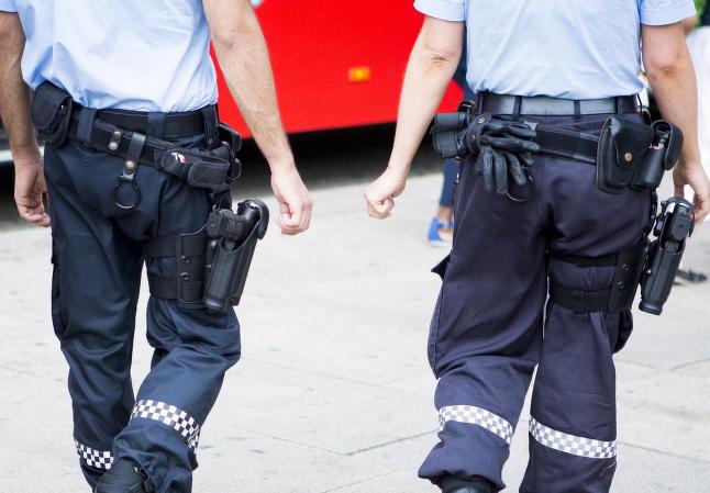 Tirsdag v�kner vi opp til v�pnet politi. Slik blir det