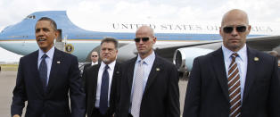 - Bev�pnet voldsmann fikk kj�re heis med Obama