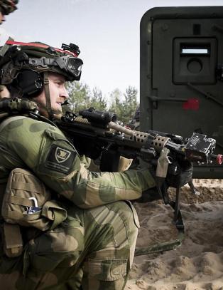 Samme dag som Stoltenberg blir Nato-sjef, �ver norske soldter i Putins nabolag