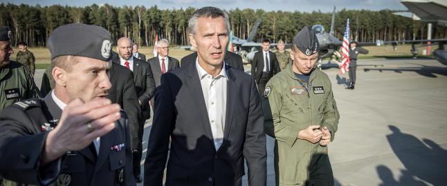 Svensk forfatter: Stoltenbergs holdning til Libya-krigen sjokkerte svenskene