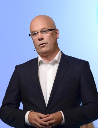 - NRK m� kutte 300 millioner kroner