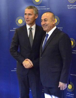 Stoltenberg diskuterer IS med tyrkiske ledere nå