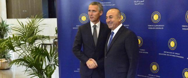 Stoltenberg diskuterer IS med tyrkiske ledere n�