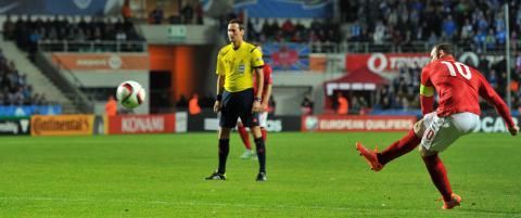 England stanget i 74 minutter. S� gjorde Rooney dette