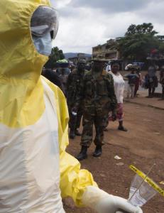 800 soldater i tre ukers ebola-isolat