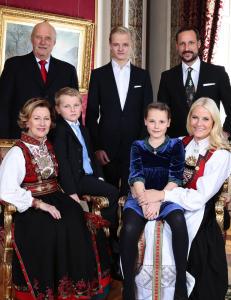 Truet ogs� kongefamilien med drap, overgrep og bombe