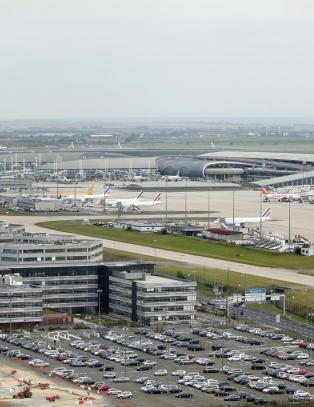 Frankrike varsler ebolakontroll p� flyplasser