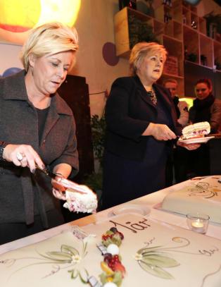 - Det er hyggelig � spise kake, men det har aldri l�st noe fattigdomsproblem