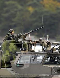 - Leter etter skadet russisk ub�t utenfor Stockholm