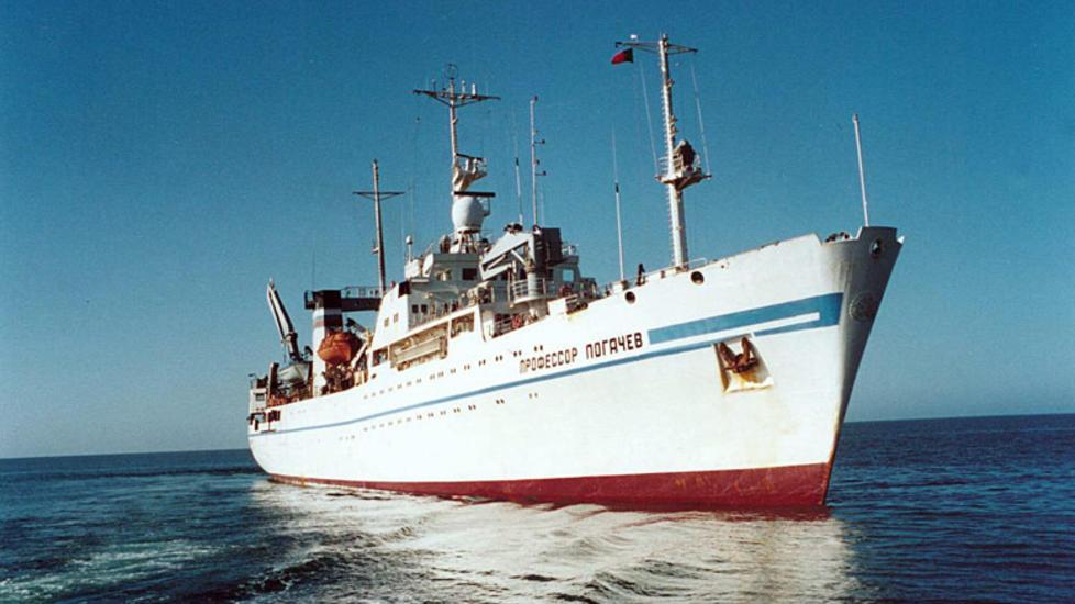 N�RMER SEG: Forsknings- og seismikkskipet �Professor Logachev� la ut fra St. Petersburg i g�r kveld. Skipet er spesialbygget for undervannss�k og kartlegging av sj�bunnen, og skal v�re spesielt godt egnet for �vanskelige forhold�. Foto:  Sound Ocean Systems