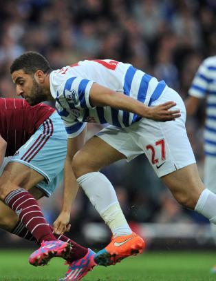 QPR-spiller viser fram sin bare mage i britiske aviser