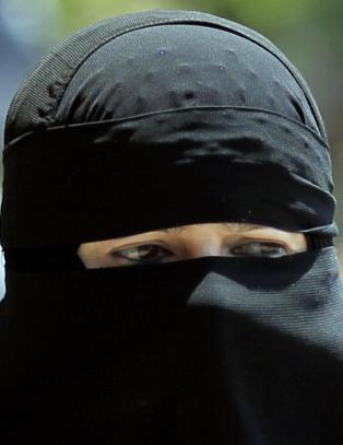 - Ledelsen ved institusjonene m� bestemme om niqab skal v�re lov