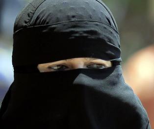Tre skoler nekter undervisning til jenter i niqab. Er det greit?