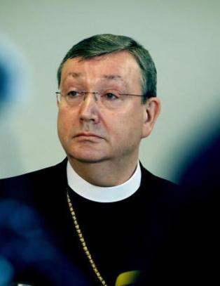 Biskopen innr�mmer medlemsfeil i den katolske kirka