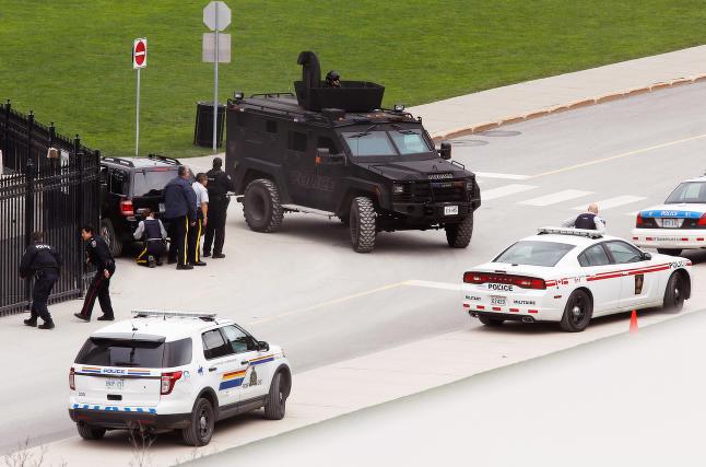�pner gatene etter terroren: -Canada vil reise seg igjen