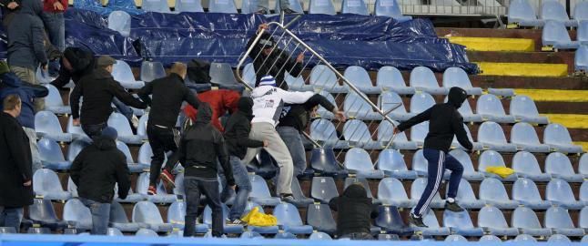 Europa League-kamp rystet av supporterbr�k