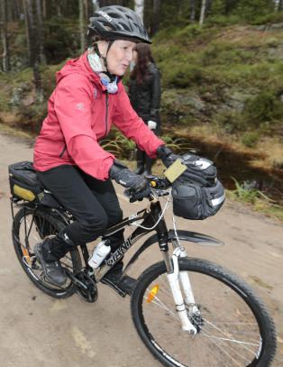 Dronningen syklet til midt i Oslo