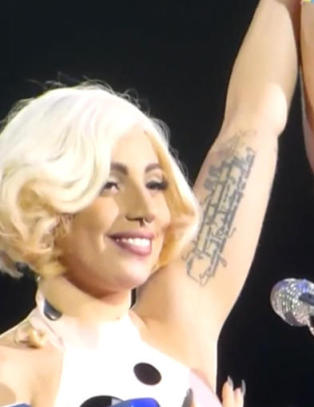 Svenske Sara ble trukket opp på scenen av Lady Gaga etter rørende brev