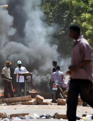 - Landet settes i brann dersom lovforslaget ikke trekkes