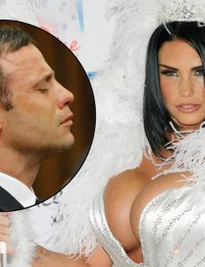Glamourmodell hevder Pistorius tekstet med henne under rettssaken