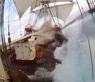 Slik er livet om bord p� Norges t�ffeste seilskute